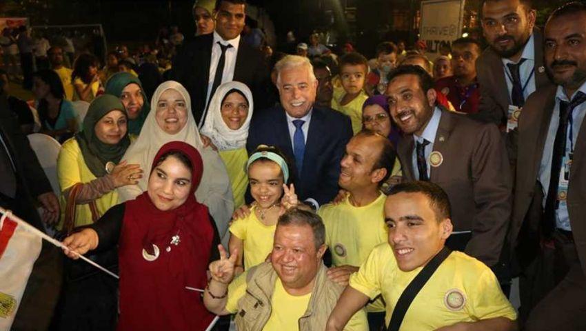 صور| ديفيليه ومسابقة ملكة جمال.. انطلاق مهرجان «الأقزام» بشرم الشيخ