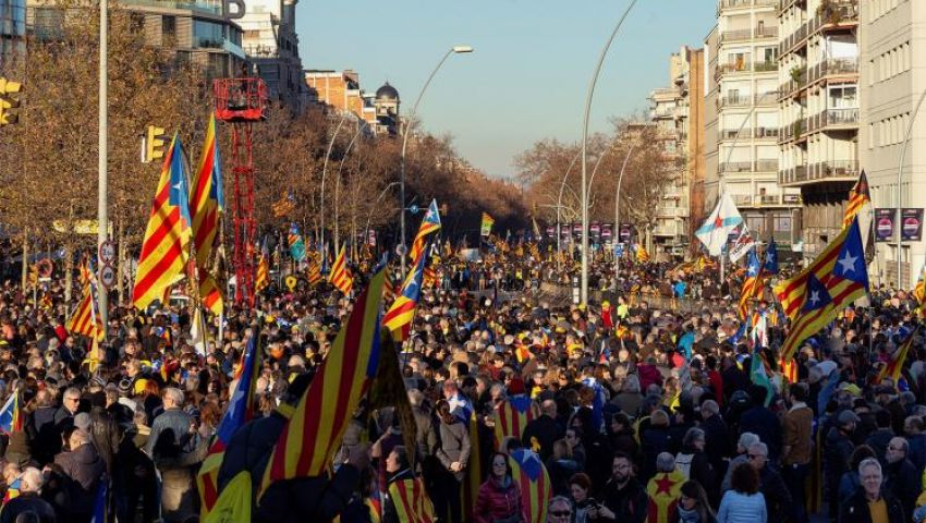 كتالونيا.. إقليم انفصالي يُقسِّم الإسبان