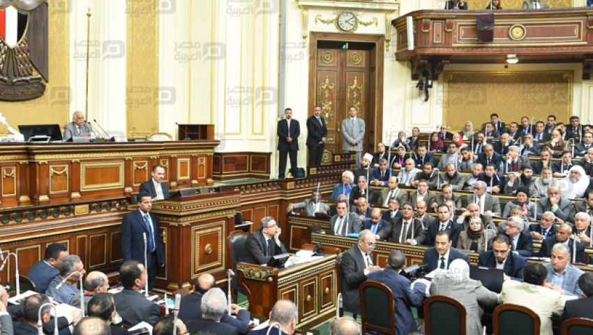 القوى العاملة بالبرلمان تحظر فصل العاملة أثناء أجازة الوضع
