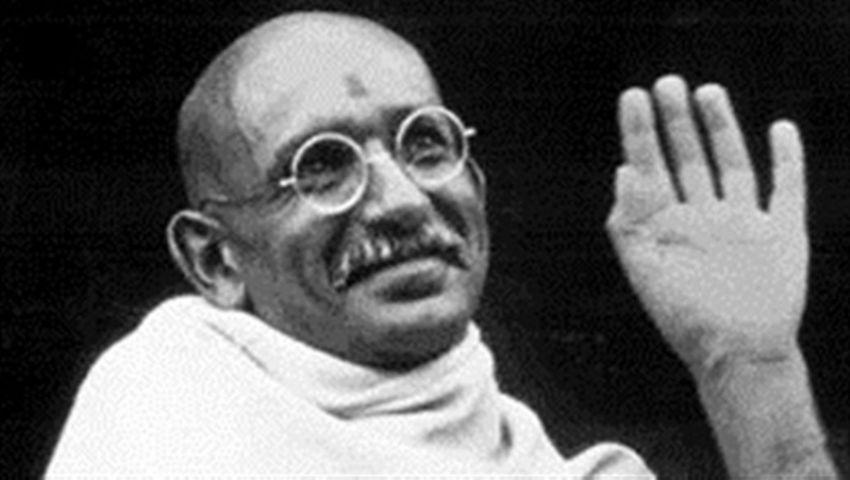 غاندي الـالمهاتما 50 عاما في الدعوة لـالمقاومة السلمية