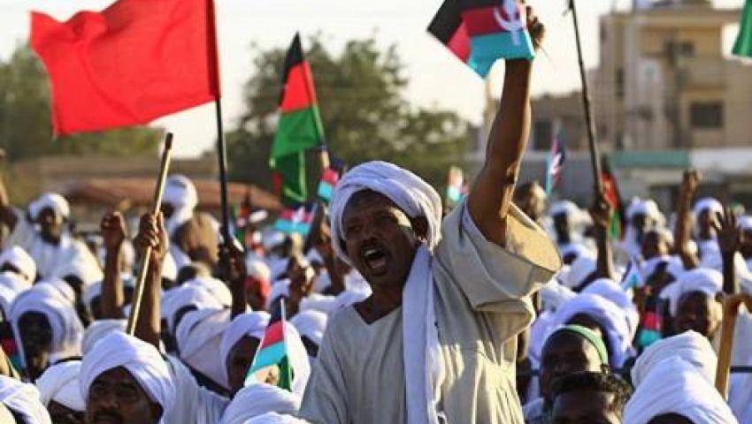 فيديو| الشعب يريد إسقاط النظام.. والبشير يعمق جراح السودان بتعيينات جديدة