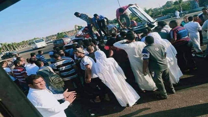 صورة| مصرع طفل في حادث انقلاب ميكروباص مشجعي الزمالك