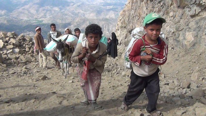 جوًا وبرًا وبحرًا.. اليمنيون يصارعون الموت