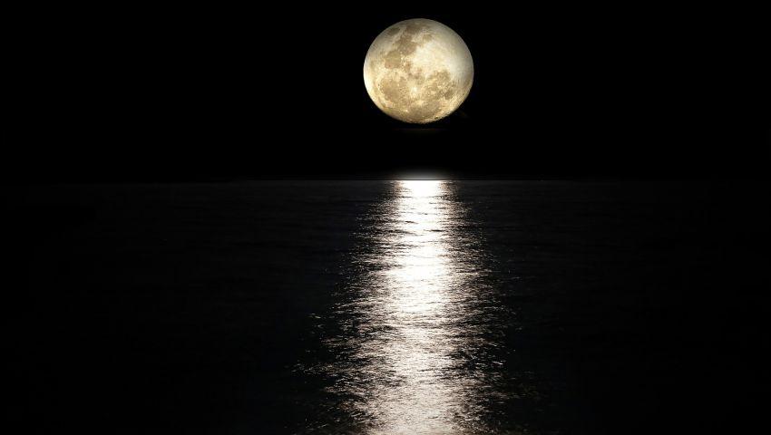 كيف ساعد  «القمر» في تحرير سفينة «إيفر جيفن»؟