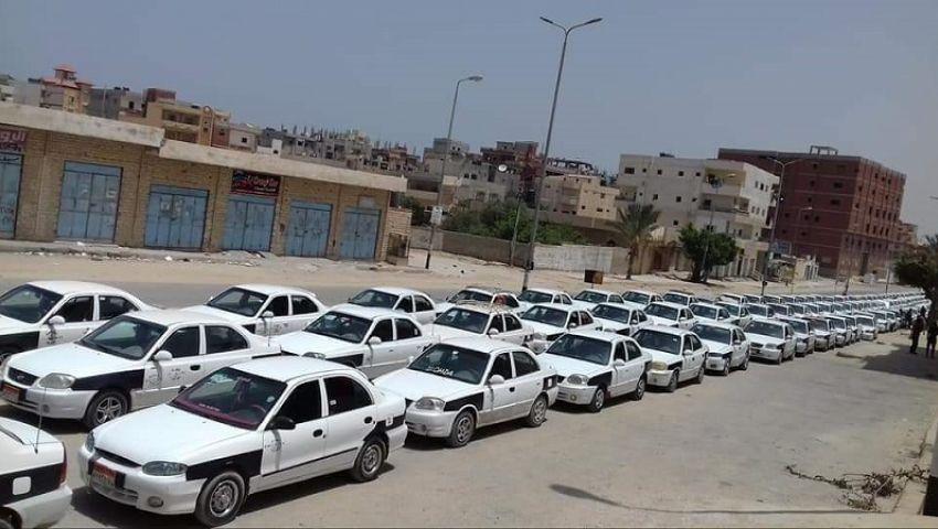 بالصور|تواصل أزمة طوابير تاكسي العريش أمام محطات الغاز