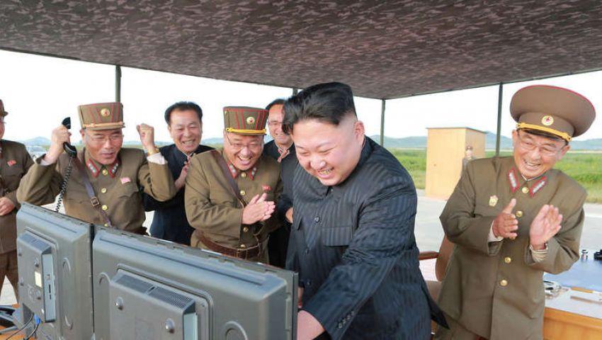 سيول تراقب وواشنطن تتحاور.. كوريا الشمالية تختبر «صواريخ خارقة» وزعيمها سعيد