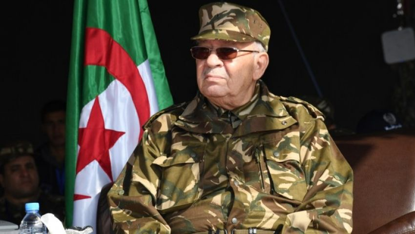 قايد صالح يدعو الجزائريين للتعاون مع الجيش ويحذّر من «المخططات الخبيثة»