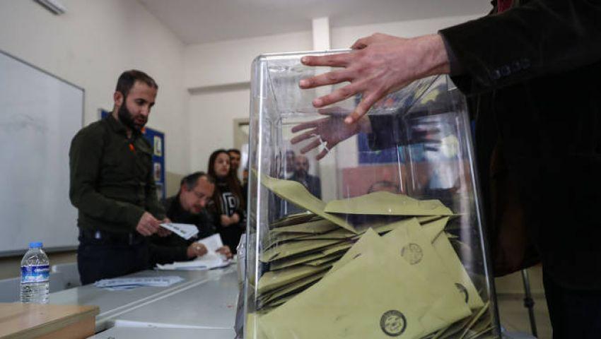بالصور| فى الانتخابات البلدية.. الأتراك يصوتون وسط الثلوج وأردوغان يعلن فوز حزبه