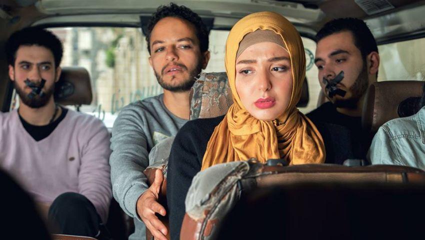 10 صور تُعبر عما تتعرض له الأنثى في الشارع المصري من مضايقات