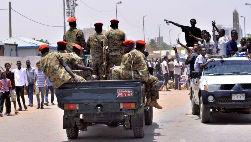 بالفيديو  صدام بين المخابرات والشرطة.. بوادر تمرد عسكري في السودان