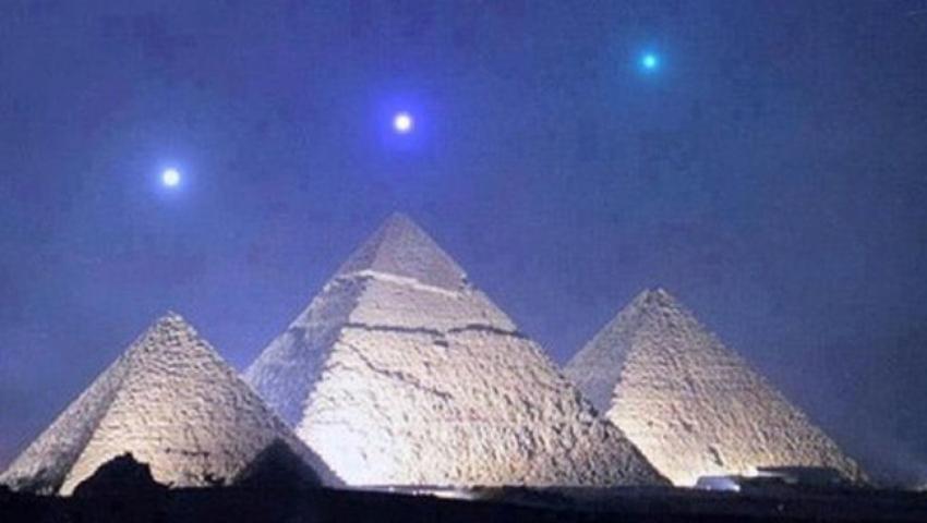 فيديو| بناة الأهرامات فضائيون أم مصريون قدماء؟.. ملياردير أمريكي يثير الجدل