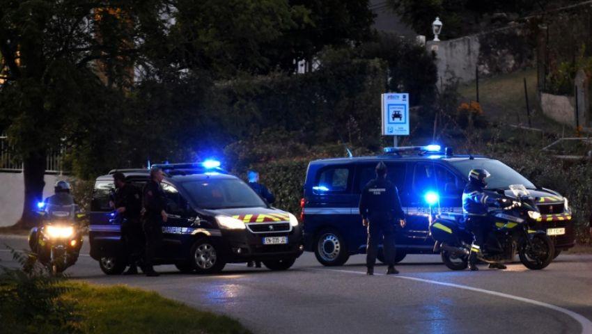 رجل يحاول بسيارته اقتحام مسجد بفرنسا