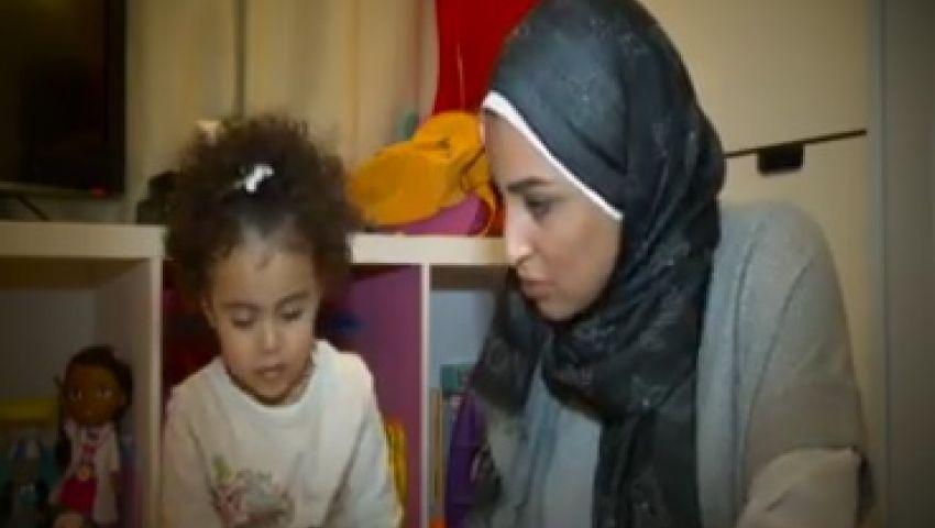 بالفيديو.. سيدة تثير إعجاب السوشيال ميديا بعد تبنيها طفلة والتمرد على الزواج