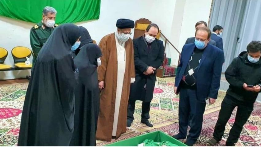 بالصور|وصول جثمان العالم الإيراني محسن زادة لمدينةمشهد استعدادا لتشييعه