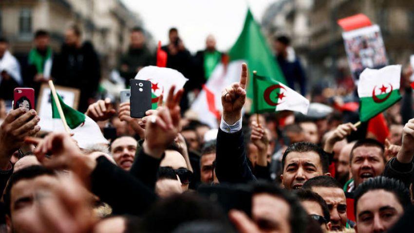 أول جمعة بعد رحيل بوتفليقة.. الجزائريون يرفضون «العفو»