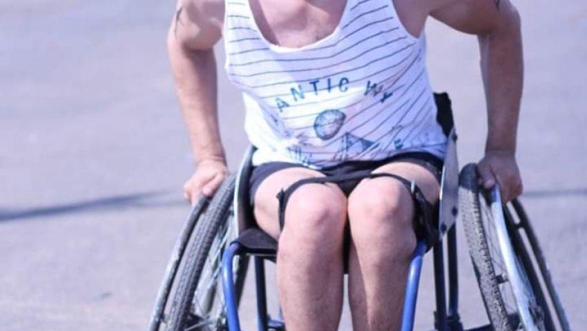 يهزم إصابته.. «هيثم» يفوز بذهبية ماراثون السباحة والجري