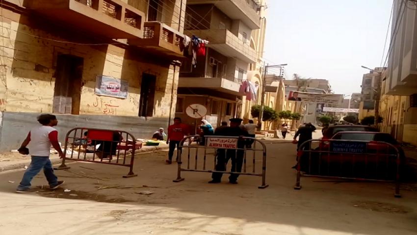 بالصور| غلق شوارع الكنائس بالمنيا بعد انفجارات طنطا والإسكندرية