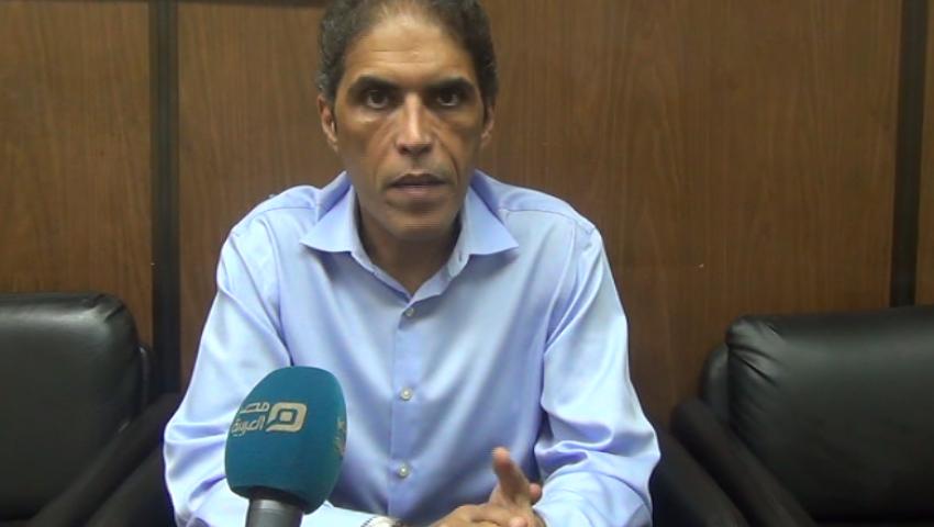 خالد داود مستنكرًا: في مصر فقط يتم حبس نقيب الصحفيين لدفاعه عن زملاء المهنة