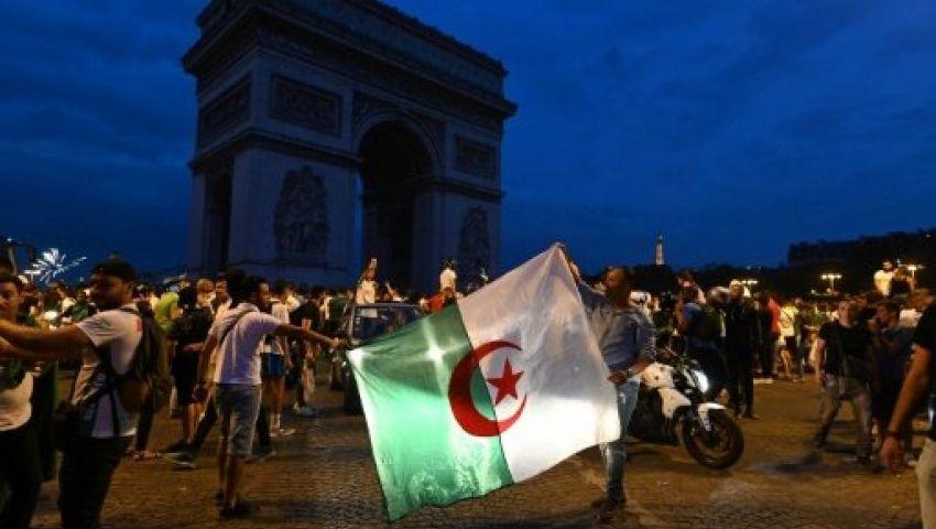 حظر رفع العلم.. اليمين المتطرف الفرنسي يعادي الجزائريين بعد احتفالات الكان