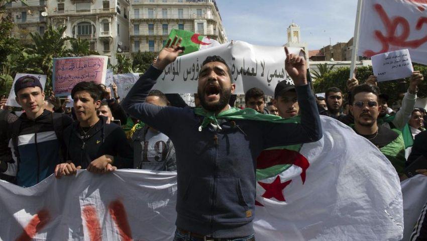 فيديو| تحت شعار «ترحلوا يعني ترحلوا».. التظاهرات تعود للجزائر