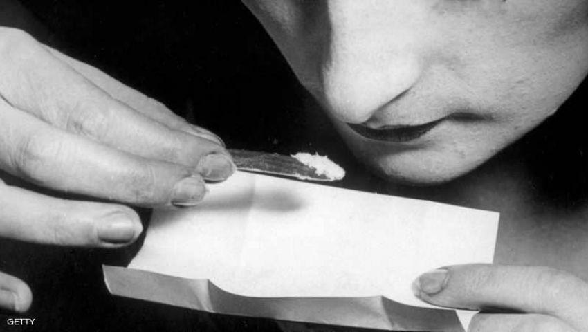 سيدة تشتكي تجار المخدرات للشرطة: أعطوني سكرًا بنيًا بدلًا من الكوكايين