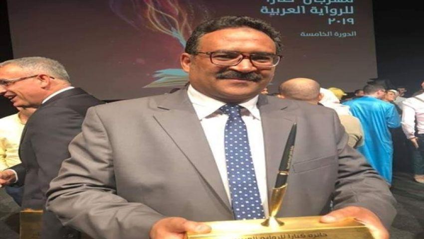 بعد فوزه بـ«كتارا»: أحمد كريم بلال: مهمة النقد فتح شَهِيَّة القارئ (حوار)