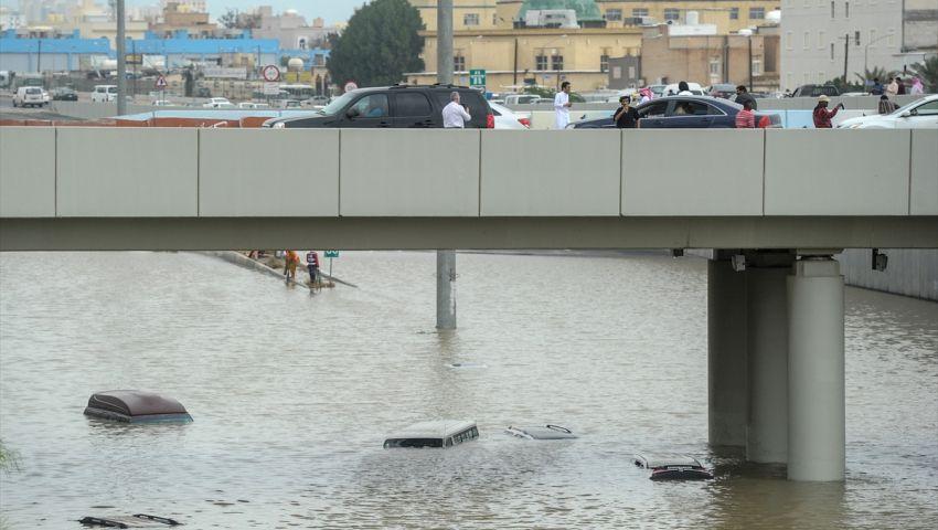 بالصور| أمطار رعدية تُغرق شوارع ومنازل بالكويت