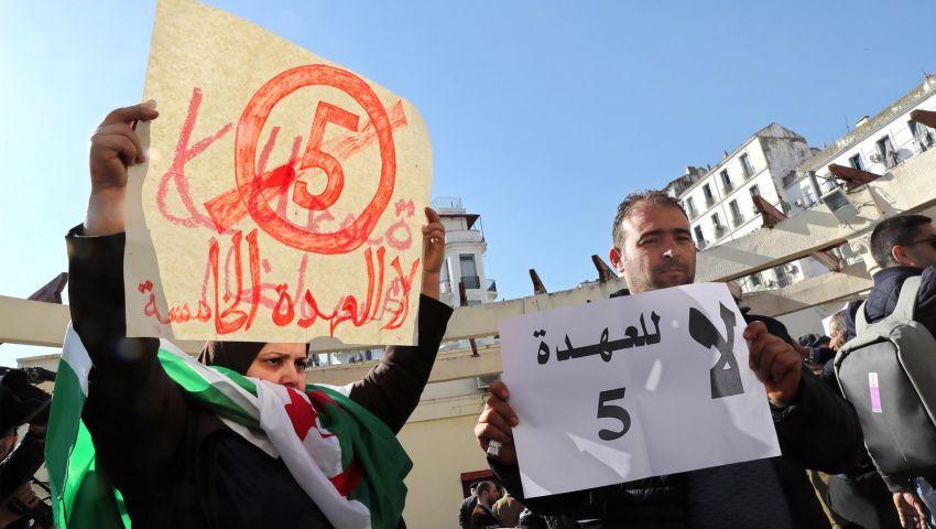 واشنطن بوست: مع تدفق المتظاهرين للشارع.. رياح التغيير تهب على الجزائر