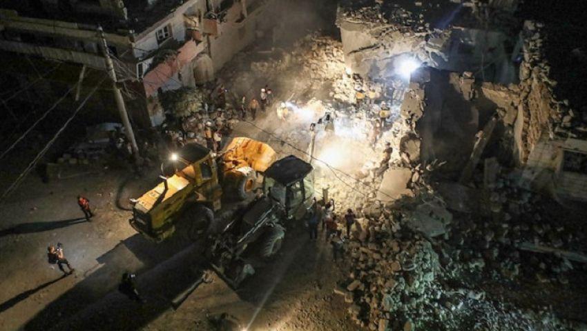 فيديو| بينهم أطفال.. مقتل 10 مدنيين في غارات للنظام السوري بـ«إدلب»
