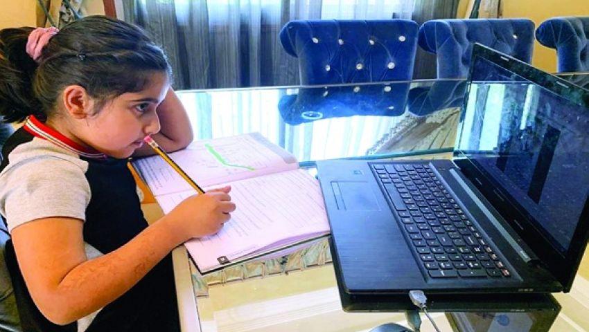 المدارس في زمن كورونا..  تعليم «أونلاين» والحضور أيام محدودة