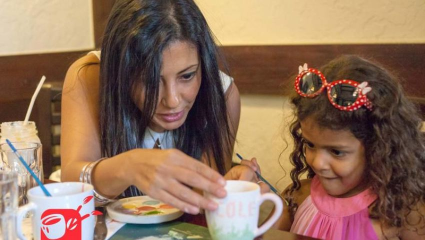 عرب ويكلي: في مقاهي مصر.. فرشاة الرسم بديلا عن الشيشة