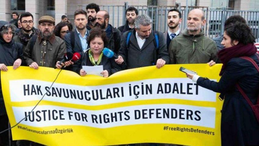 تركيا| «أمنستي»: طلب الادعاء بالسجن 15 عامًا لمدافعين عن حقوق الإنسان ينافي المنطق