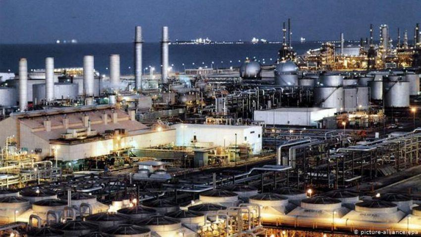 رويترز: أسعار النفط تقفز نحو 15% بعد هجوم السعودية