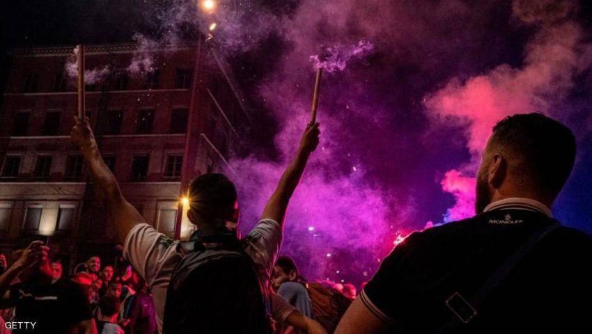 فيديو | احتفلات الجزائر بالتأهل.. قتلى في الداخل وأحداث عنف بفرنسا