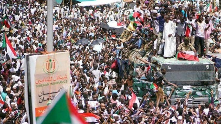 رغم وصف البشير متظاهري السودان بالفئران.. احتجاجات عارمة تغزو الخرطوم (فيديو)