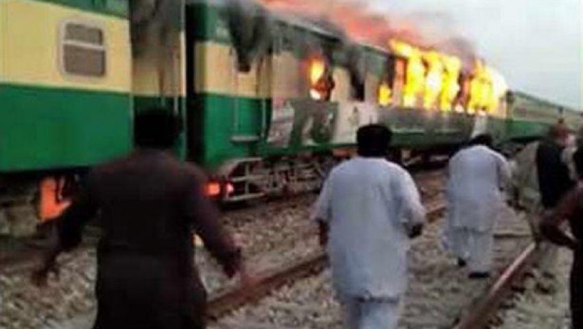 فيديو | رحلة الموت.. عشرات الجثث المتفحمة في حريق قطار باكستان