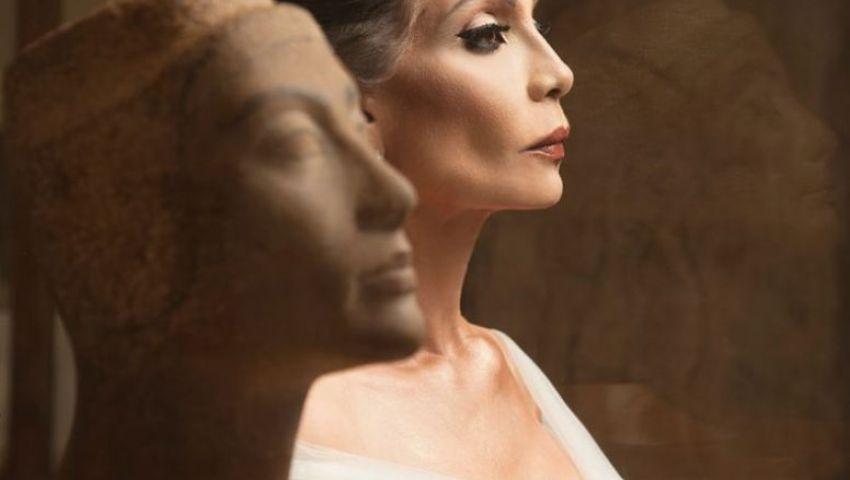 فيديو وصور| ليلة في المتحف.. سوسن بدر «نفرتيتي» في مجلة أمريكية