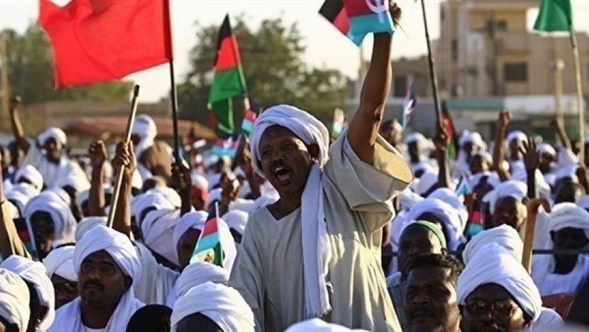 بـ «اعتقال قادة المعارضة».. البشير يواجه «موكب الرحيل»