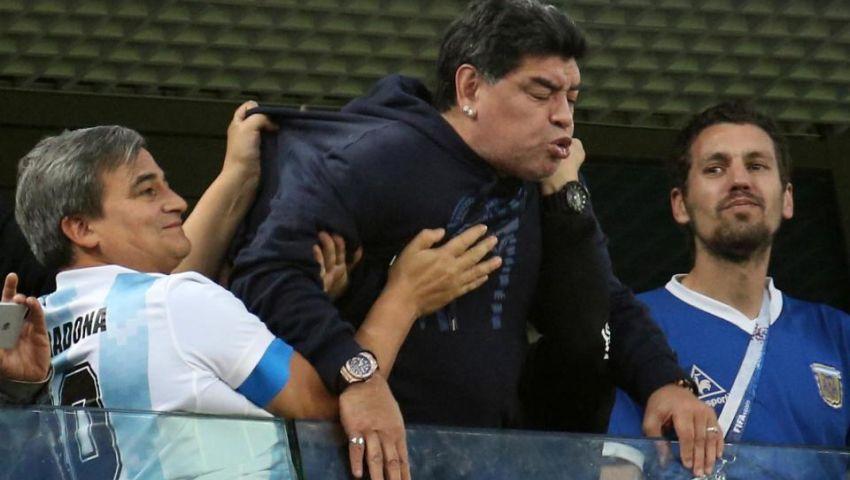 بالفيديو| بسبب مباراة الأرجنتين ونيجيريا.. نقل مارادونا للمستشفى