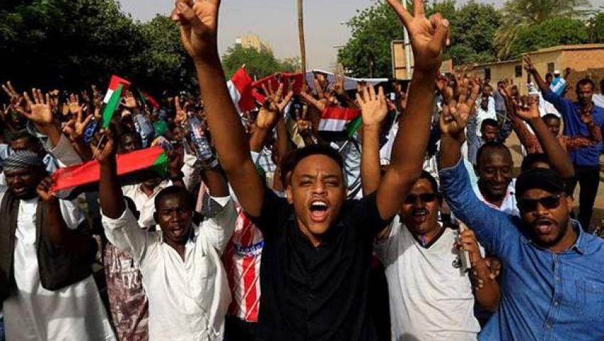 احتفالات تعم السودان بعد تنحي «عوض بن عوف».. والمعتصمون: انتصرت إرادتنا