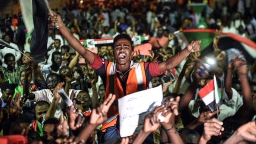 كاتب بريطاني: في ليبيا والسودان والجزائر.. ترامب يتجاهل الربيع العربي