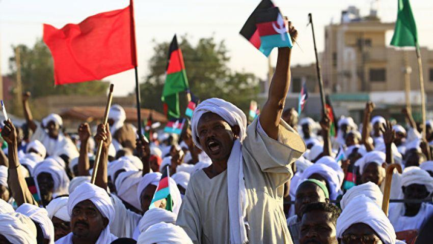 «المهنيين السودانيين» يدعو للخروج إلى الشوارع