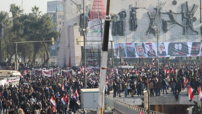 بمئات الآلاف.. استعراض قوة لحلفاء إيران بالعراق في ذكرى سليماني (فيديو)