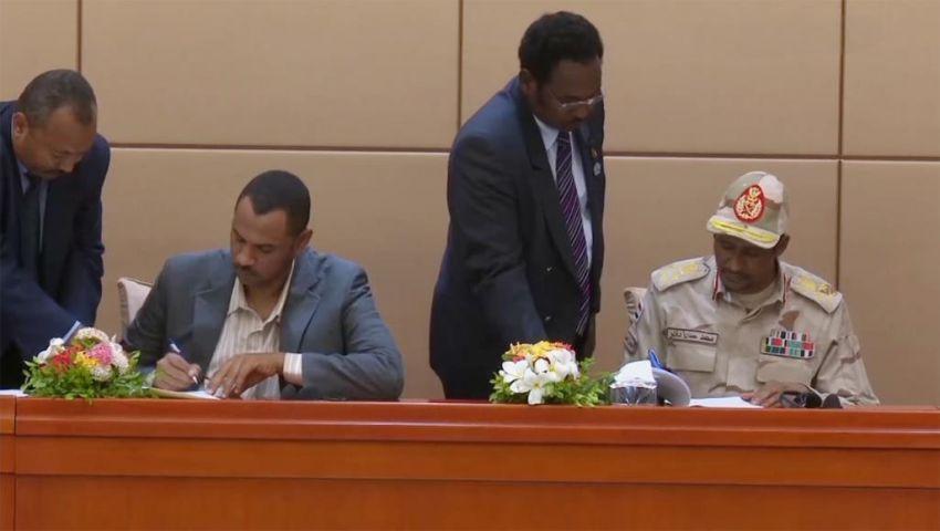 التوقيع بالأحرف الأولى على وثيقة الإعلان الدستوري.. السودان يسير نحو مجلس السيادة