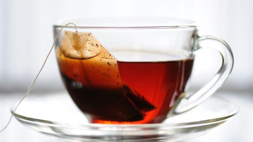 سموم تهدد خلايا جسمك.. أقلع عن استخدام «أكياس الشاي»