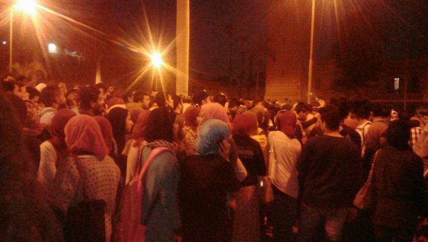 إصابات بصفوف أمن القاهرة نتيجة تدافع الطلاب على حفل تامر عاشور