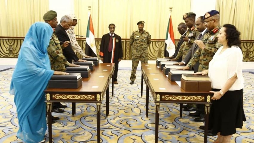 فيديو| السودان.. 9 من أعضاء المجلس السيادي يؤدون اليمين
