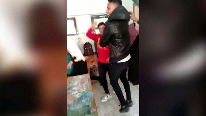 فيديو| تلاميذ يرقصون داخل فصل بكفر الشيخ.. و«التعليم» تفصلهم 15 يومًا