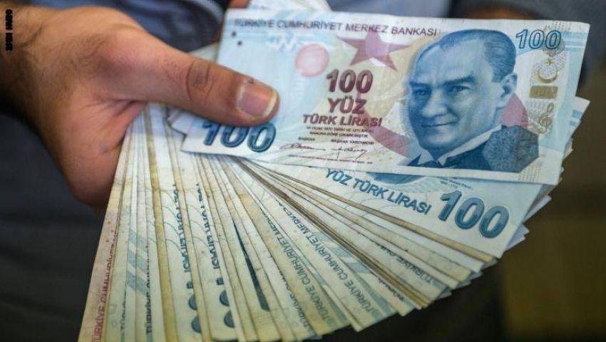 هبوط الليرة التركية 2% بعد إقالة محافظ البنك المركزي