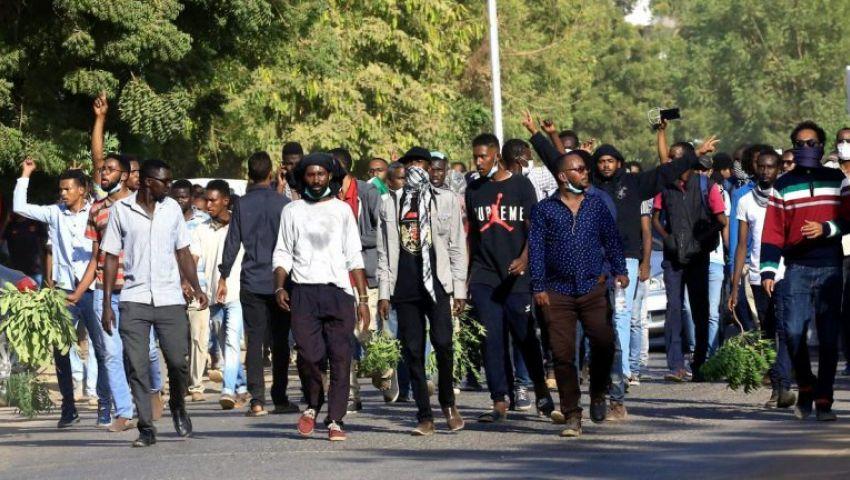 رغم إجراءات البشير|  بـ «موكب العمال».. التظاهرات مستمرة في السودان